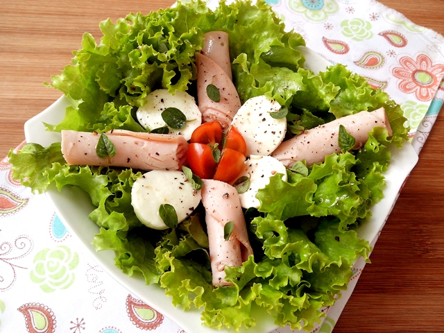 saladapeitoperumucarelabufalatomate_cozinhandopara2ou1.jpg