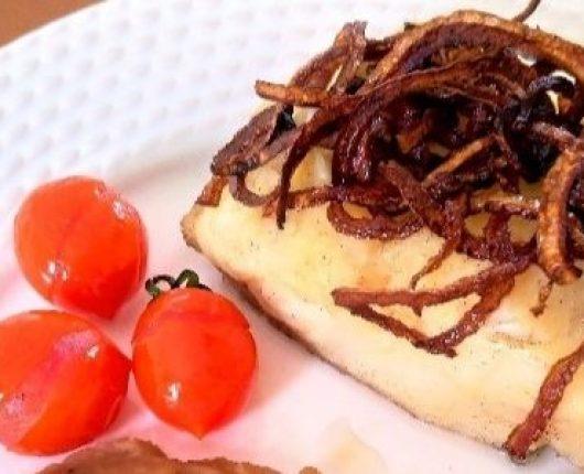 Bacalhau confitado com cebola tostada