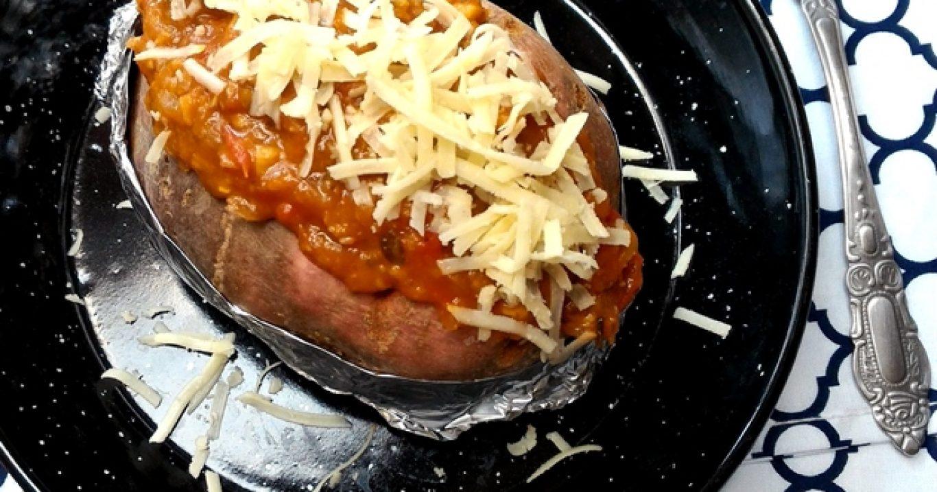 Batata doce assada com bolonhesa de lentilha