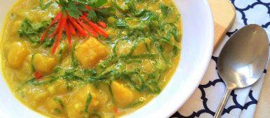 Batata doce e couve cozidas no curry