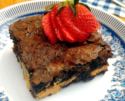 Brownie de chocolate com paçoquita cremosa