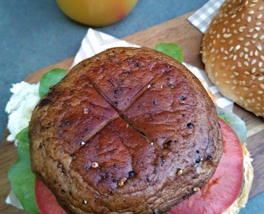Burger vegano de cogumelo grelhado