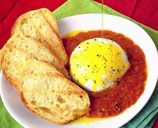 Burrata com molho de tomates cereja