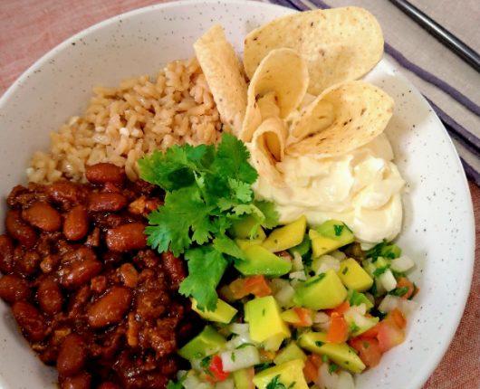 Burrito bowl (chilli beans, guacamole, pico de galo e sour cream)
