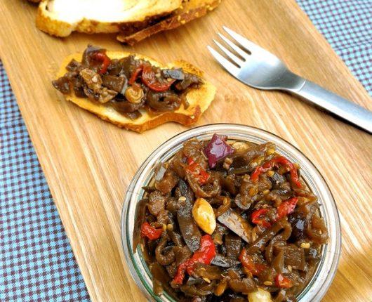 Antepasto italiano de berinjela (caponata)