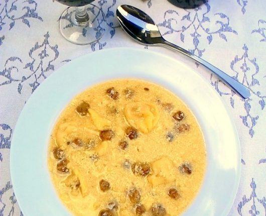 Cappelletti in brodo con polpettini (capeleti no caldo com polpetinhas)