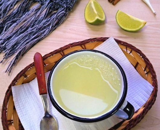 Chá de limão (ajuda a melhorar sintomas de resfriado/gripe)