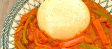 Chakalaca com fufu (ensopado de vegetais africano com bolinho)