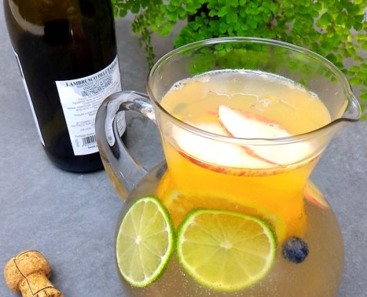 Clericot (bebida de espumante com soda e frutas)
