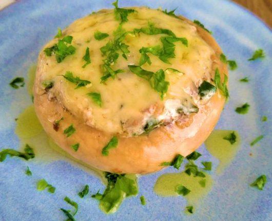 Cogumelo recheado com creme de espinafre e queijo