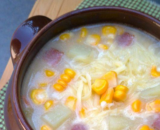 Sopa de milho com batata e bacon (receita de corn chowder)