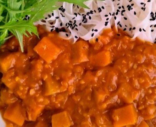 Ensopado oriental de lentilhas com abóbora