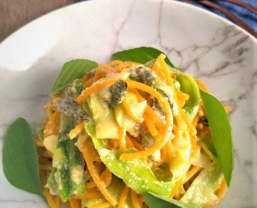 Espaguete com abobrinha e hortelã da Paola Carosella