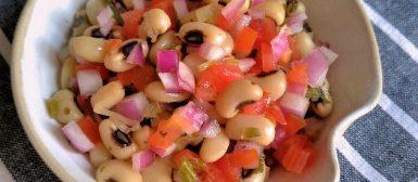 Salada de feijão fradinho à vinagrete