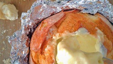 Fondue de queijos de cabra servido no pão