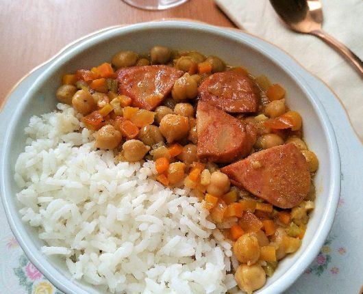 Ensopado de grão de bico com legumes