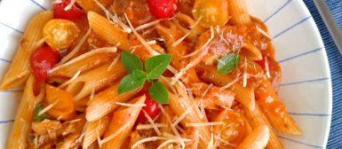 Macarrão com sardinha no molho de tomate