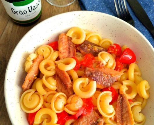 Macarrão com sardinhas e limão siciliano