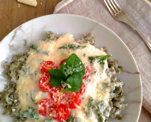 Massa com molho branco e espinafre (sem lactose, vegana)