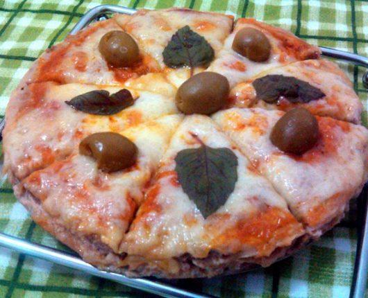 Meatzza (pizza sem massa com base de carne moída)