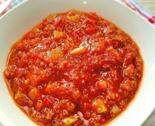 Molho de tomates e abobrinha