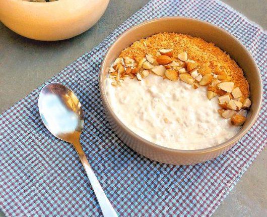Bircher Müsli (iogurte com aveia, amêndoas e coco queimado)