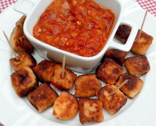Nhoque tostadinho na manteiga com molho de tomate