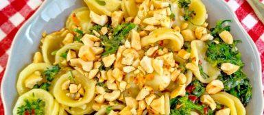 Orecchiette com brócolis e castanhas