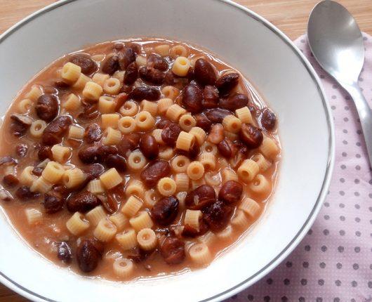 Pasta e fagioli (sopa de feijão com macarrão)