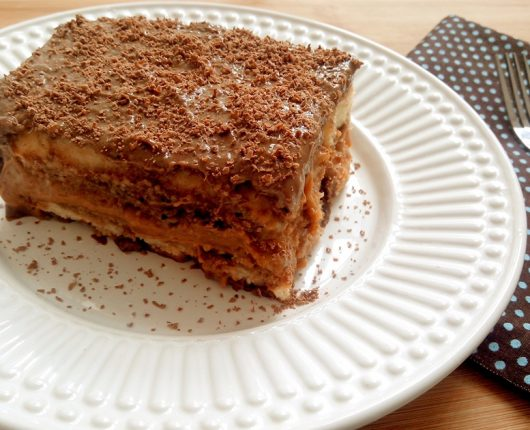 Pavê delicioso de doce de leite com chocolate (sem glúten e sem lactose)