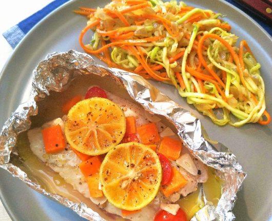 Peixe no papilote com legumes ao vinho branco