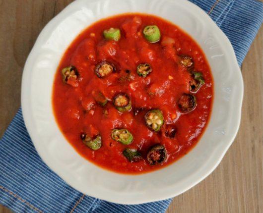 Quiabo tostadinho com molho de tomate (sem baba)