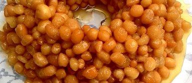 """Struffoli (ou """"pingos de mel"""" — doce napolitano de Natal)"""
