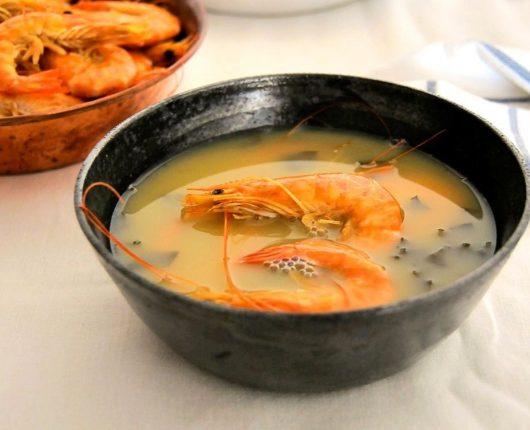 Receita de Tacacá (caldo de tucupi com camarões)