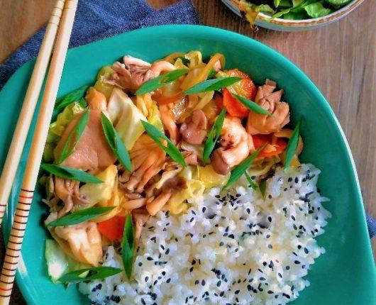 Refogado oriental de legumes com shimeji