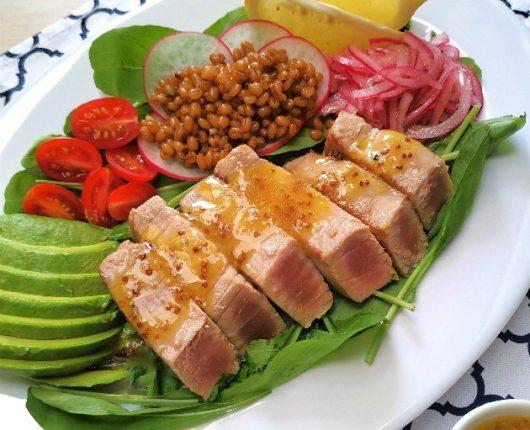 Salada com atum fresco