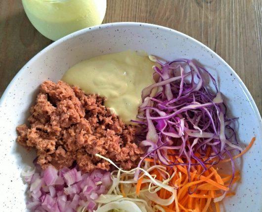 Salada de atum com maionese de abacate