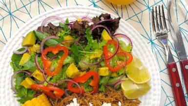 Salada à mexicana com frango apimentado