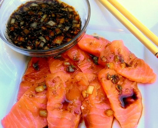 Salmão semicru marinado no molho oriental