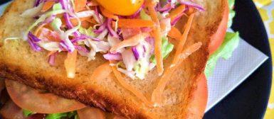 Sanduíche BLT (com bacon, alface e tomate)