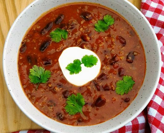 Sopa chilli con carne (com tomate, carne moída, feijão e cerveja)
