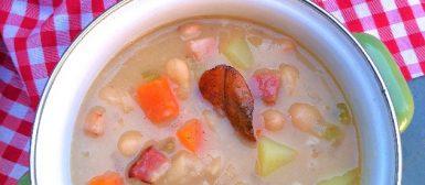 Sopa de feijão branco com legumes