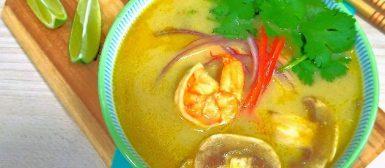 Sopa tailandesa de camarão