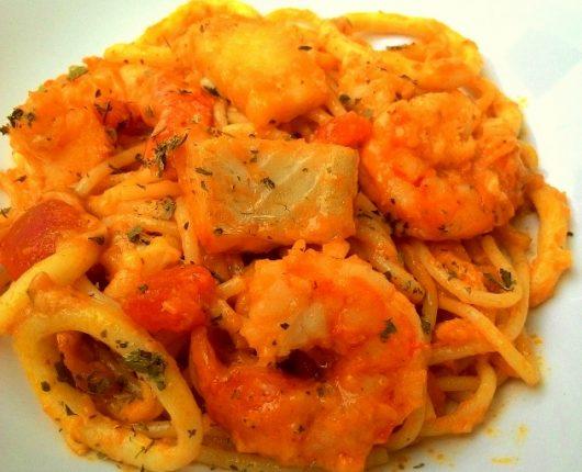 Spaghetti al mare (macarrão com molho de frutos do mar)