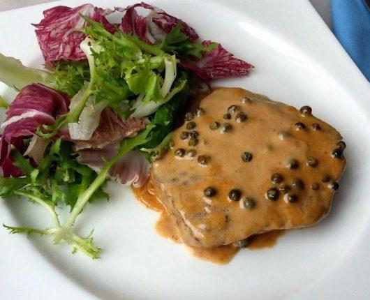 Steak au poivre vert (filé com molho de pimenta verde)