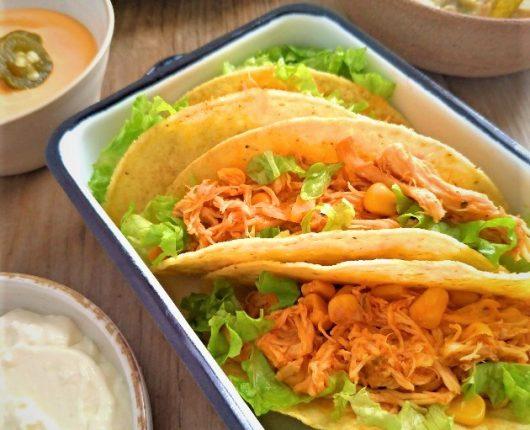 Tacos com frango no molho e milho verde