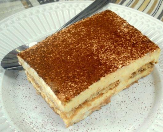Tiramisú (sobremesa italiana de creme mascarpone com biscoito embebido em café)
