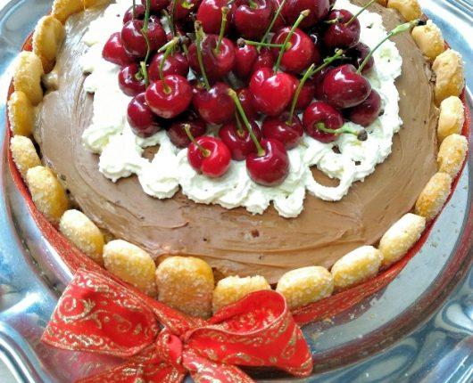 Torta charlotte de chocolate e doce de leite