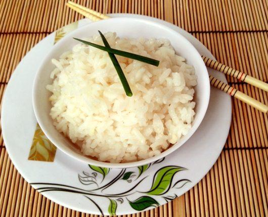 Como fazer e temperar arroz japonês para sushi (shari ou gohan com molho sú)