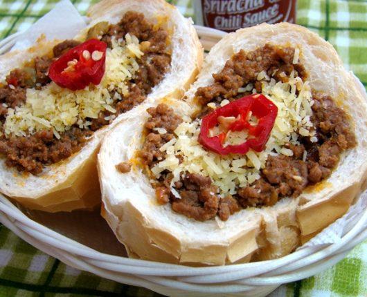 Buraco quente ou sanduíche mexicano de carne moída